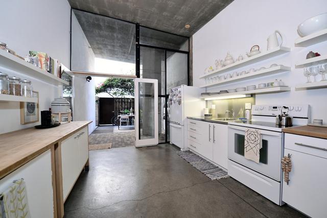 LA Loft House Concrete Loft in San Diego, California Concrete Loft in San Diego, California 1 528e13f6697ab0250c00488d