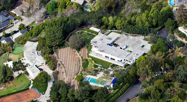 Jennifer Aniston's Sleek $21 Million House in Bel Air Jennifer Aniston's Sleek $21 Million House in Bel Air capaLA1