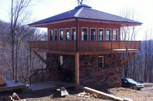 Off The Grid Homes off the grid home 10 Most Beautiful Off The Grid Homes 10 most beautiful off the grid homes12 640x424