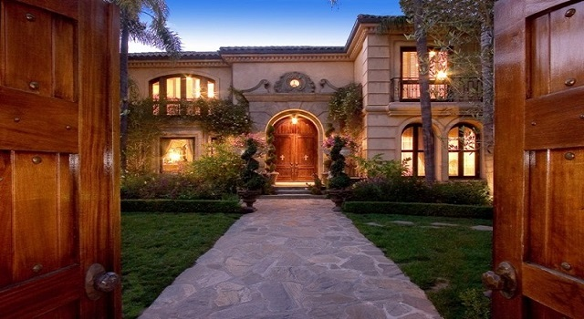 celebrity homes 10 Most Expensive Celebrity Homes Sold in 2013 10 most expensive celebrity homes sold in 2013 christina aguileras beverly hills home1