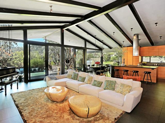 John Legeng Home in LA . Open Space Living room John Legend Los Angeles Home is for Sale John Legend Los Angeles Home is for Sale John Legeng Home in LA