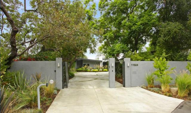 miley-cyrus-la-home_gated-entrance