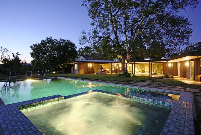 miley-cyrus-la-home_pool-view Miley Cyrus LA Home Miley Cyrus LA Home miley cyrus la home pool view