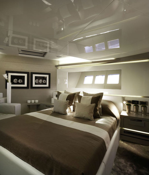 Top interior designer kelly hoppen los angeles homes for Leading interior designers