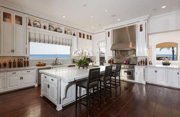 Gigi Hadid Gigi Hadid's Parents Selling Malibu Mansion Gigi Hadids Parents Selling Malibu Mansion4