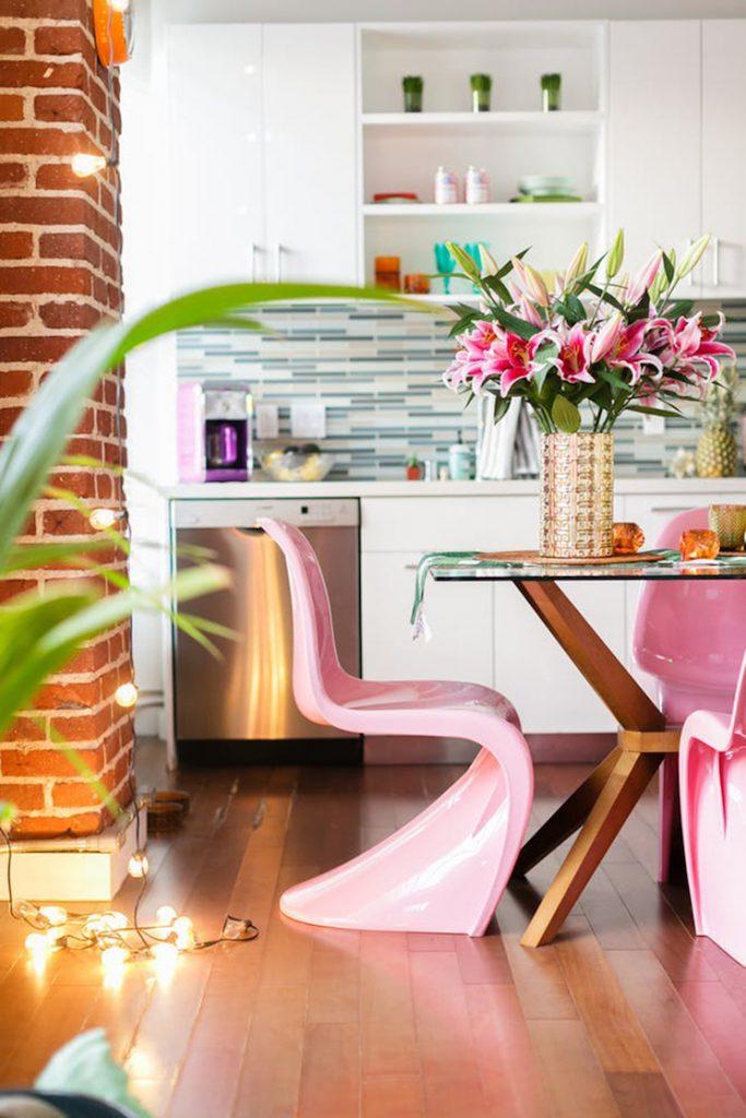 modern interior design The tropical modern interior design of a colorful apartment in LA The tropical modern interior design of a Colourful Apartment in LA 18