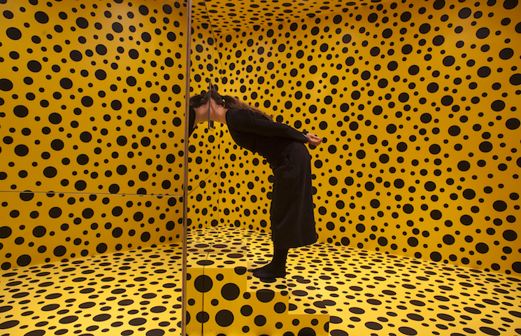 yayoi kusama First Look from the Yayoi Kusama Exhibition: Infinity Mirrors MIRROR ROOM PUMPKIN 4 1 1