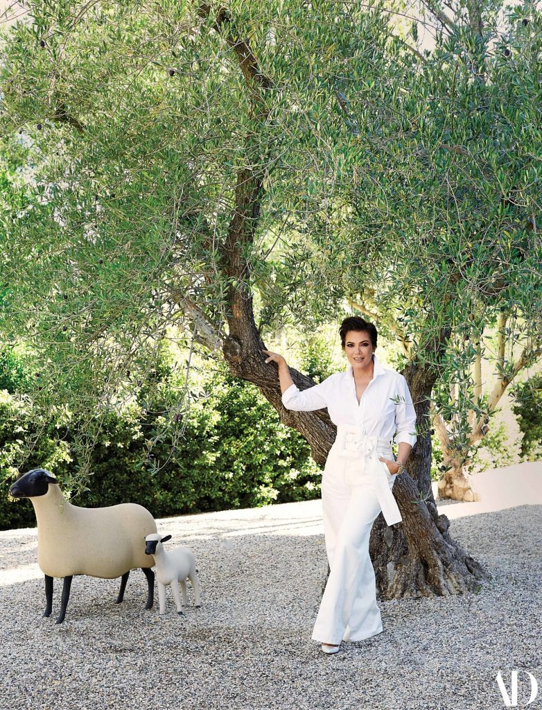 Kris Jenner Kris Jenner's Hidden Hills Home – A Dreaming Place to Live AD030119 KRIS JENNER 02