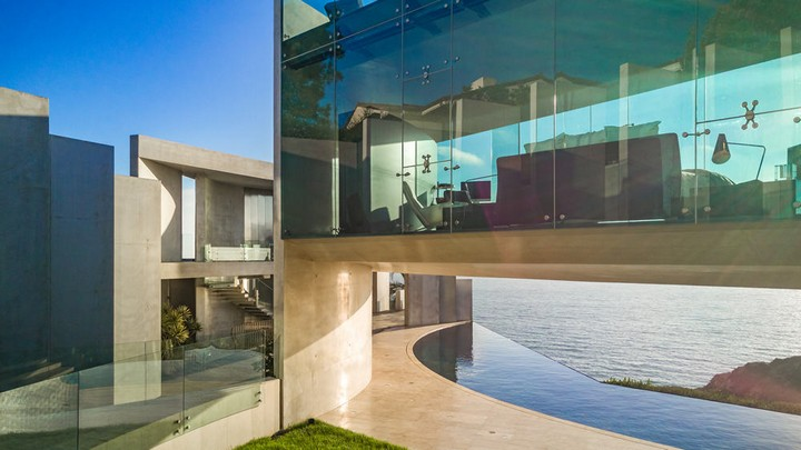 Razor House, The Masterpiece Of Wallace Cunningham razor house wallace cunningham Razor House, The Masterpiece Of Wallace Cunningham Most Expensive Homes La Jollas Razor House Could Be Yours for 30M 4