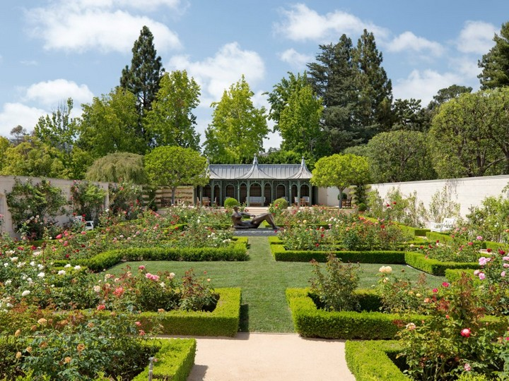 Gaze at Chartwell Estate, The Mesmerizing Mansion in L.A. chartwell estate Gaze at Chartwell Estate, The Mesmerizing Mansion in L.A. Observe the Marvelous Landscape Design of a 245M Los Angeles Mansion 2