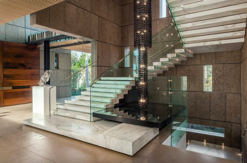 281 Bentley Circle, An Iconic Mansion in Los Angeles
